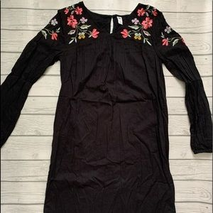 Old Navy black shift dress-floral embroidery-M